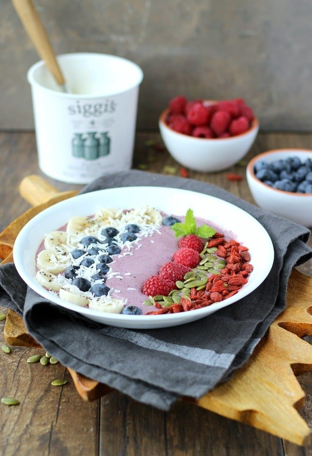 This nutrient dense Acai Berry Smoothie bowl makes for a great breakfast or lunch substitute. gardneinthekitchen.com