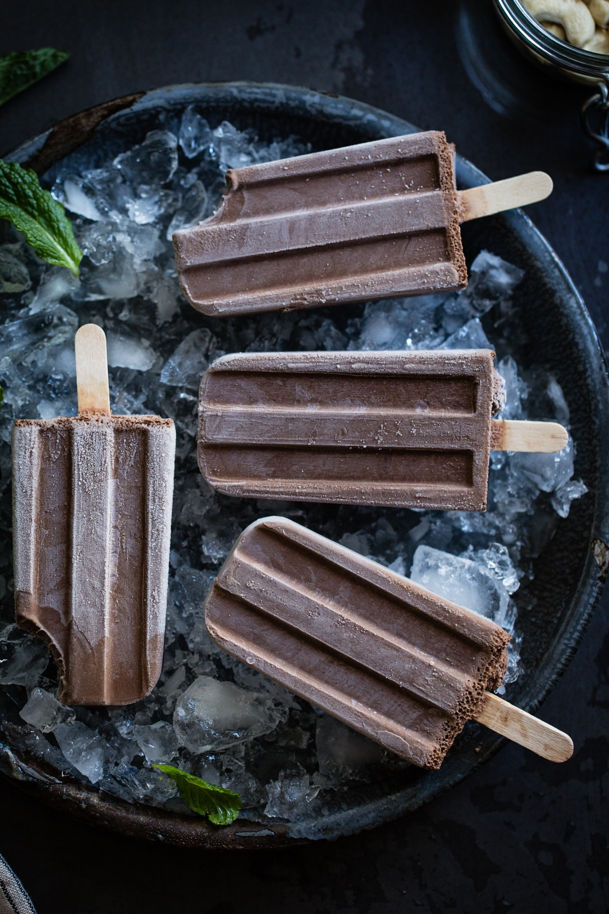 Creamy-Chocolate-Mint-Popsicles-vegan-5