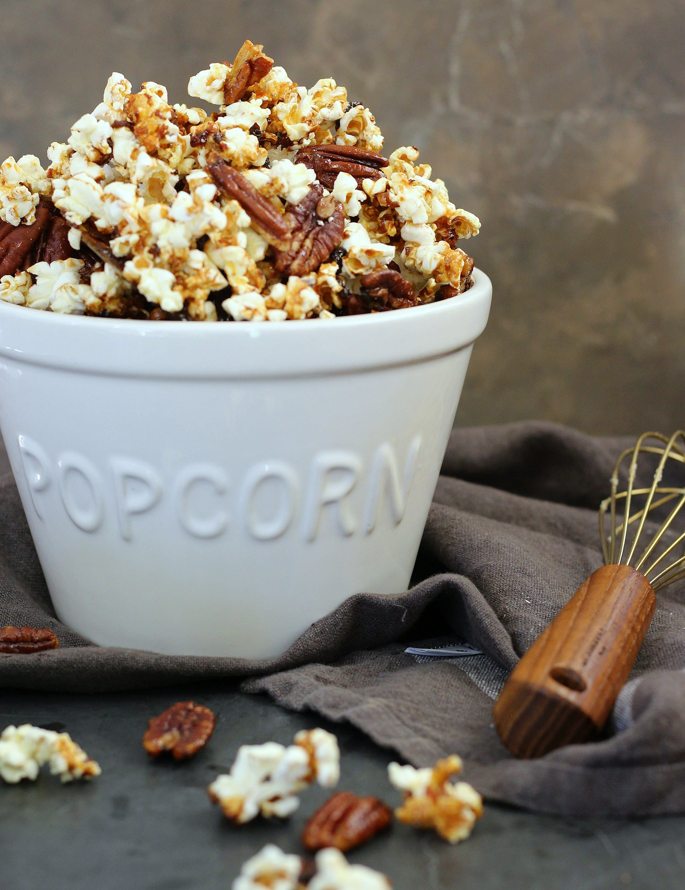 Deliciously Sweet and Salty Caramel Pecan Popcorn | gardeninthekitchen.com