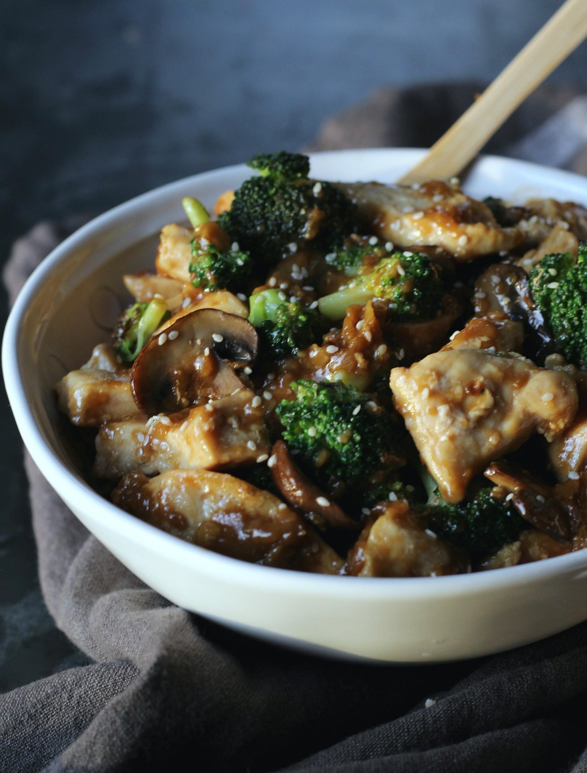 Easy Homemade Chicken Broccoli Stir Fry | gardeninthekitchen.com