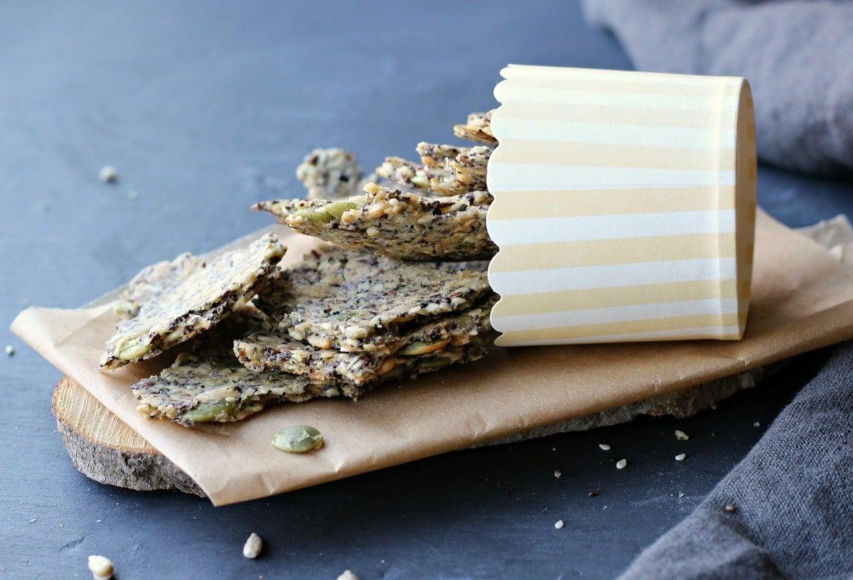 Seedy Oat Crackers | gardeninthekitchen.com
