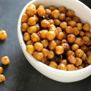 Spicy Roasted Chickpeas | gardeninthekitchen.com