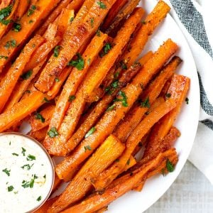 Oven Baked Carrot Fries with Sriracha Mayo Sauce