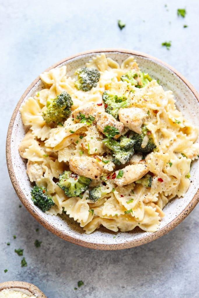 creamy Alfredo Pasta with chicken and broccoli in a bowl.