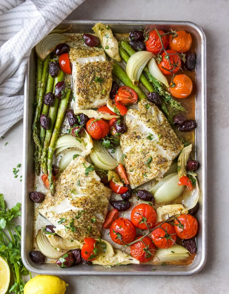 Baked cod in sheet pan with veggies